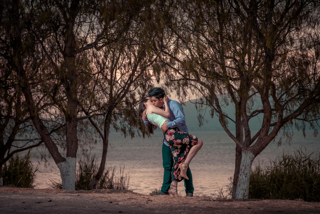 How To Kiss A Man To Make Him Fall In Love Review - Free PDF